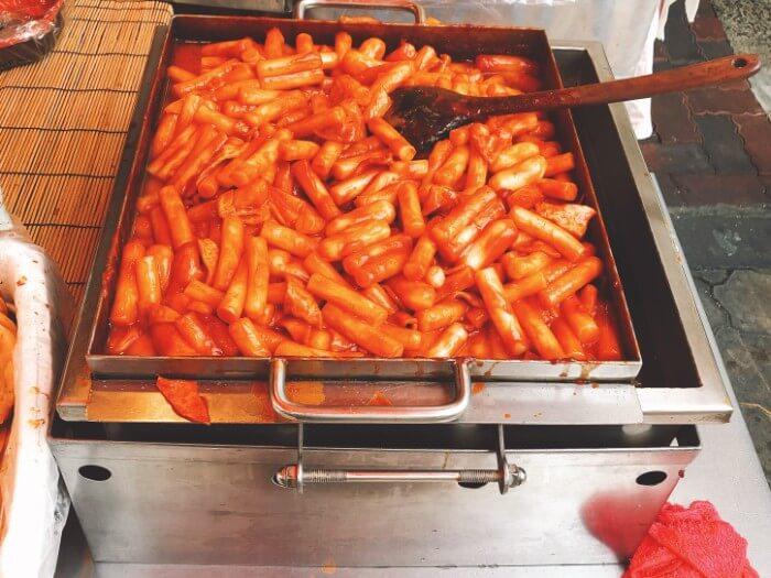 鶴橋コリアタウンの「食べ歩き」料理とは?
