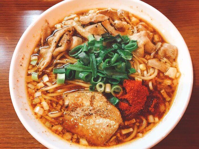 【鶴橋】ひるドラの「辛口炙り肉ソバ醤油」ってこんなラーメン