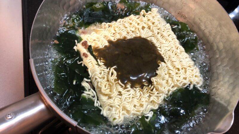 韓国牛肉わかめスープラーメンの作り方
